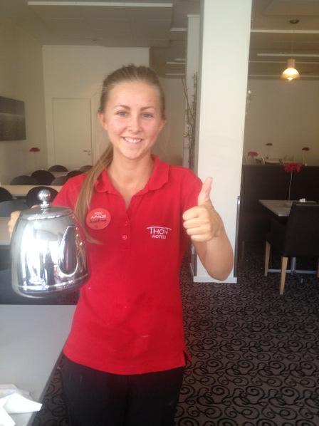 Josefine Hande Orlien er servitør på Thon Hotel Arendal. Hun ga oss god service.