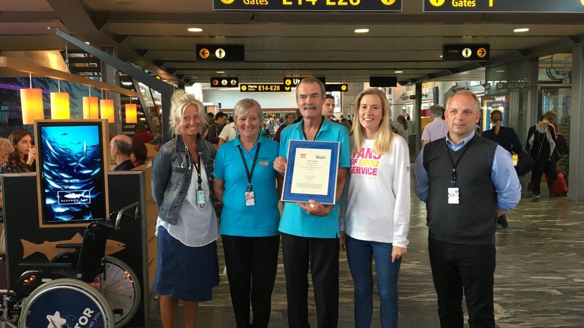 Fans of Good Service på Oslo Lufthavn Gardermoen